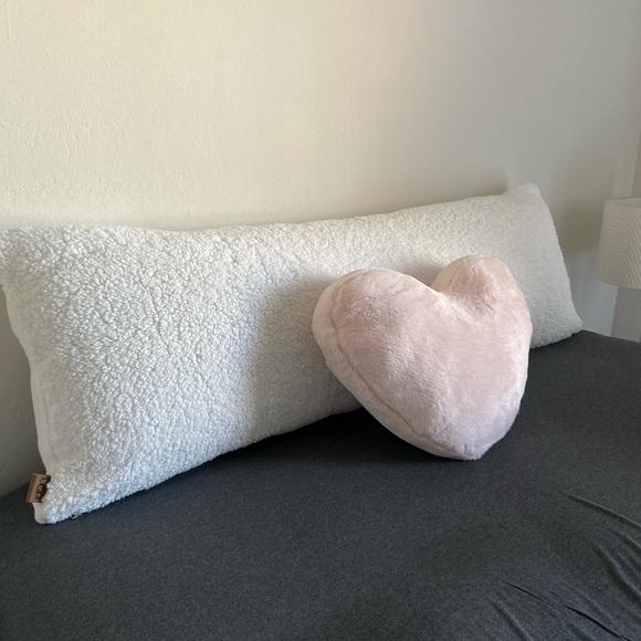 مبكر ضغينة هش ugg pillow case